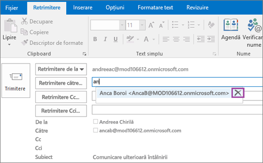 Captura de ecran afișează opțiunea Retrimitere pentru un mesaj de e-mail. În câmpul Retrimitere către, caracteristica de Completare automată furnizează adresa de e-mail pentru destinatar pe baza primelor câteva litere tastate din numele destinatarului.