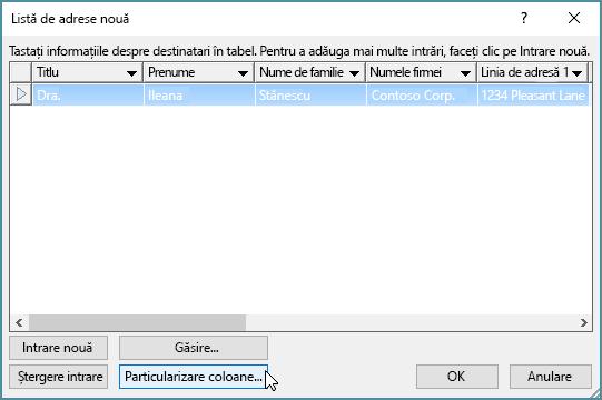 Pentru a adăuga coloane particularizate la lista de corespondență, faceți clic pe butonul Particularizare coloane.