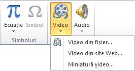 Butonul de pe panglică pentru inserarea unui videoclip online în PowerPoint 2010