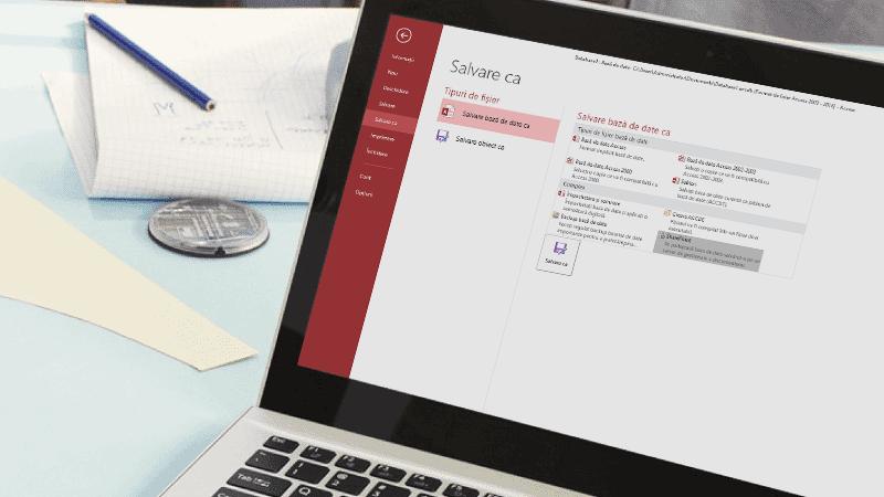 Laptop cu ecran care afișează baza de date Access care se salvează.