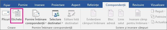 Opțiunea Etichete este evidențiată în fila Corespondență.