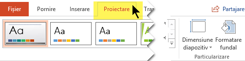 Selectați fila Proiectare din panglica barei de instrumente. Butonul de meniu Dimensiune diapozitiv din marginea din dreapta are controlul de orientare a diapozitivului.
