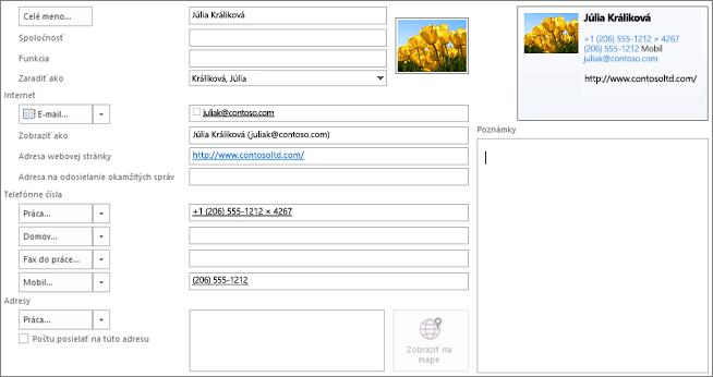 Čiastočne vyplnená karta kontaktu v Outlooku