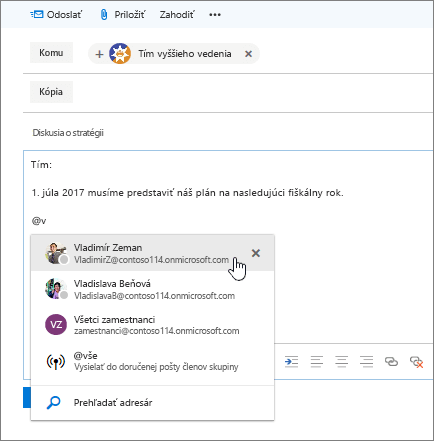 Snímka obrazovky Outlook nového e-mailu okno zobrazujúce @mention v texte správy.