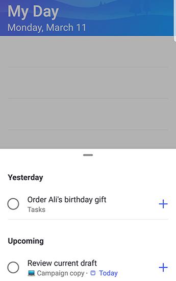 Snímka obrazovky s funkciou to-do v Androide s návrhmi otvorených a zoskupených podľa včerajšej a nadchádzajúcej.
