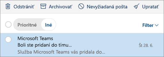 Archivovanie správ v Outlooku na webe