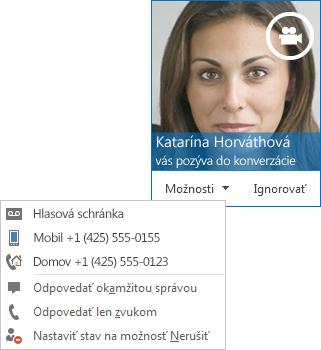 Snímka obrazovky s upozornením na videohovor s obrázkom kontaktu v hornom rohu upozornenia