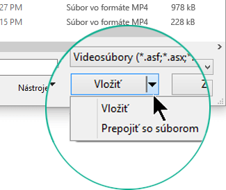 V dialógovom okne Vloženie videa môžete vybrať možnosť Vložiť alebo Prepojiť so súborom.