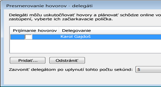 Snímka obrazovky pri pridávaní delegáta v Outlooku