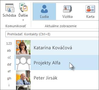 Dvojitým kliknutím na skupinu kontaktov sa zobrazia všetky mená
