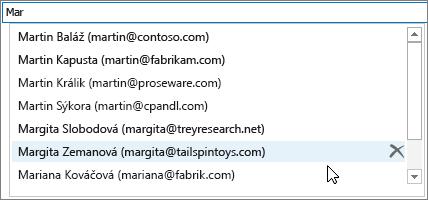 Vzozname automatického dokončovania vyberte názov, ktorý chcete odstrániť, apotom vyberte možnosť Odstrániť.