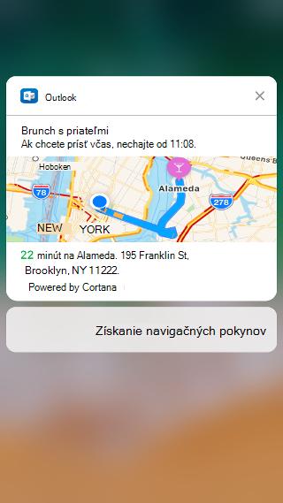 """Obrazovka ukazuje oznámení Outlooku """"Obed s priateľmi. Vyrazte do 11:08, aby ste dorazili včas"""" a obsahuje mapu s odhadom času cesty pod ním."""
