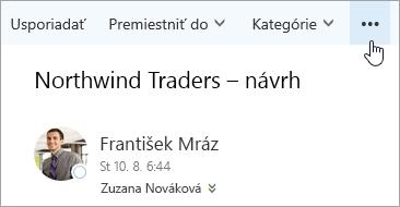Snímka obrazovky stlačidlom Ďalšie príkazy na paneli sponukami Outlooku.