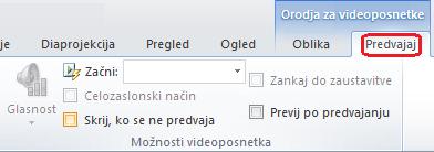 Na zavihku za predvajanje v PowerPointu so možnosti predvajanja videoposnetka.