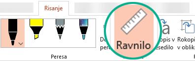 Šablona ravnila  v programu PowerPoint 2016 je na zavihku »Risanje« na traku.