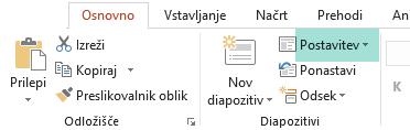 Gumb »Postavitev« na zavihku »Osnovno« v PowerPointu prikazuje vse razpoložljive postavitve diapozitivov