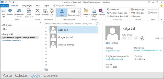 Posnetek zaslona stikov spletnega mesta skupine, ko se prikažejo v Outlooku
