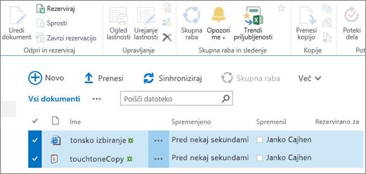Del traku za urejanje, kjer sta izbrana dva elementa na seznamu.