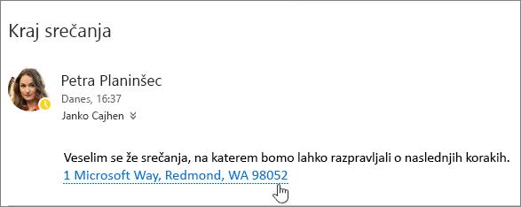 Posnetek zaslona e-poštnega sporočila s podčrtanim besedilom o srečanju in naslovom srečanja, s čimer je označeno, da ga je mogoče izbrati za ogled v storitvi »Zemljevidi Bing«.