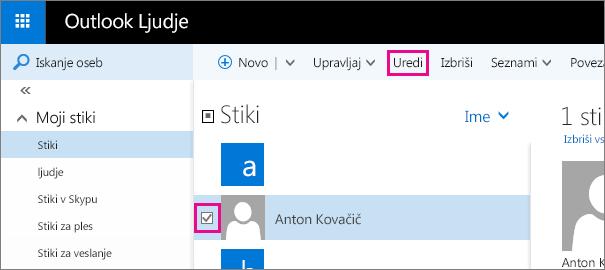 Posnetek zaslona dela strani »Ljudje« v Outlooku. Na posnetku zaslona je izbrano potrditveno polje zraven imena stika, v orodni vrstici pa je prikazan oblaček za ukaz »Uredi«.