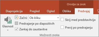 Prikaže potrditveno polje za možnost »Skrij, ko se ne predvaja« v orodjih za videoposnetke v PowerPointu