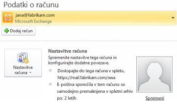 Nastavitve računa strežnika Exchange v pogledu »Backstage«, vključno s podatki o programu Outlook Web Access in spletnem arhivu