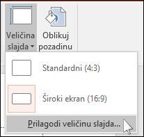 """Na kartici """"Dizajn"""" na traci izaberite stavku """"Veličina slajda"""", a zatim stavku """"Prilagođena veličina slajda""""."""