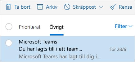 Arkivera meddelanden i Outlook på webben