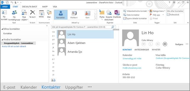 En skärmbild av gruppwebbplatsens kontakter när de visas i Outlook