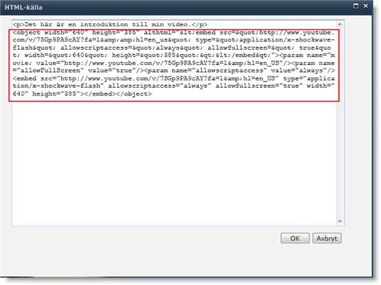 HTML-källredigeraren för webbdelen Innehållsredigeraren med inbäddad kod för ett videoklipp