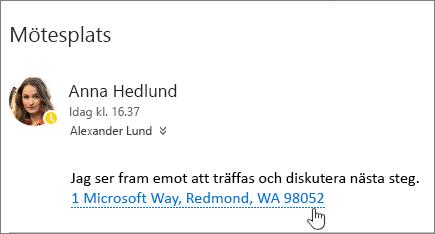 Skärmbild av ett e-postmeddelande med text om ett möte. Mötesadressen är understruken för att visa att det går att visa den i Bing Maps.