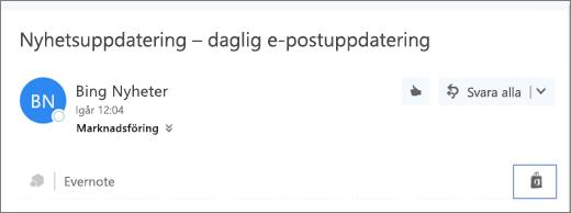 Skärmbild av ett utdrag från den övre delen av ett e-postmeddelande med ikonen Store markerad. Om du klickar på ikonen öppnas fönstret Tillägg för Outlook, där du kan söka efter och installera tillägg.