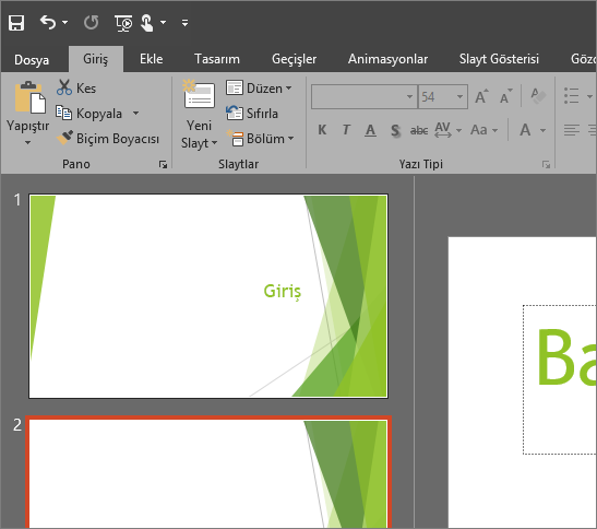 Windows için PowerPoint 2016'daki Siyah Tema'yı gösterir