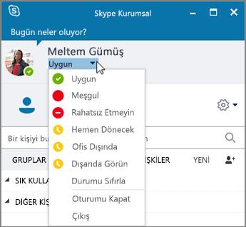 Durum menüsünün açık olduğu Skype Kurumsal penceresinin ekran görüntüsü.