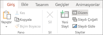 PowerPoint online 'da Giriş sekmesi şeridinde düzen düğmesi.