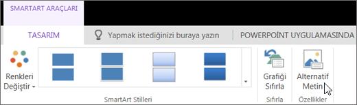 Ekran görüntüsünde, imleç Alternatif Metin seçeneğinin üzerindeyken SmartArt Araçları'nın Tasarım sekmesi görünmektedir.
