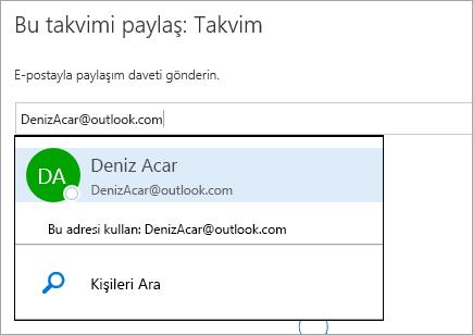 Outlook.com'da Takvimi Paylaş iletişim kutusunu gösteren bir ekran görüntüsü.