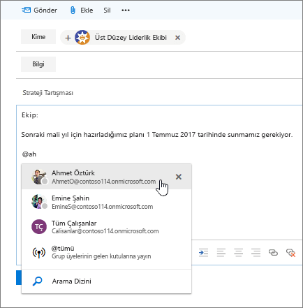 İletinin metninde bir @bahsetmenin göründüğü Outlook yeni e-posta iletişim kutusunun ekran görüntüsü.