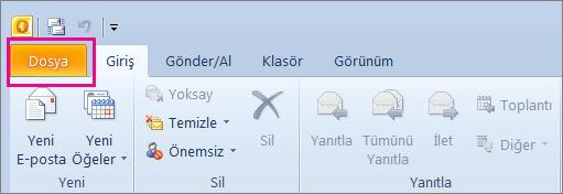 Outlook 2010'da Dosya sekmesini seçin.