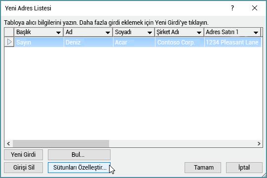 Posta listenize özel sütunlar eklemek için Sütunları özelleştir düğmesine tıklayın.