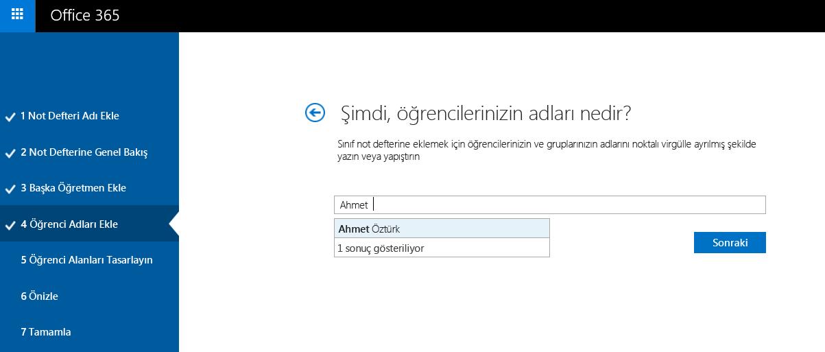 Sınıf Not Defteri Oluşturucusu'nu kullanarak öğrenci adlarını tek tek ekleme işleminin ekran görüntüsü.