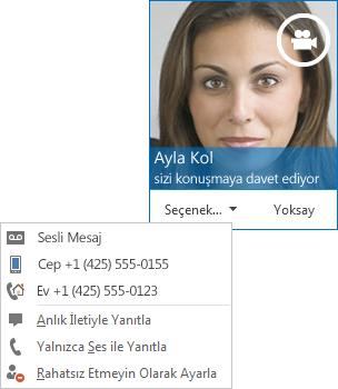 Üst köşede kişinin resmiyle birlikte görüntülü arama uyarısı ekran görüntüsü