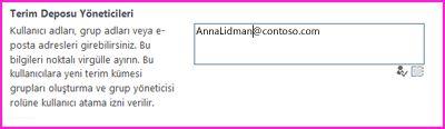 SharePoint Yönetim Merkezi'ndeki Terim Deposu Yöneticileri metin kutusunun ekran görüntüsü. Bu kutuya, yönetici olarak eklemek istediğiniz kişinin adını yazabilirsiniz.