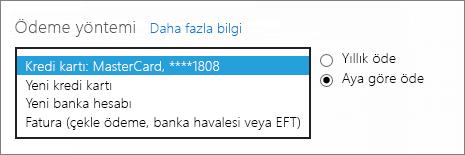 Nasıl ödemek istersiniz? sayfasında, ödeme seçeneği açılan kutusu genişletilmiş olarak gösterilen Ödeme yöntemi bölümü