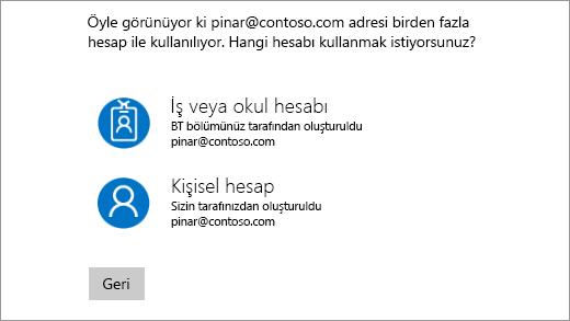 Oturum açma ekranı iki e-posta adreslerine sahip