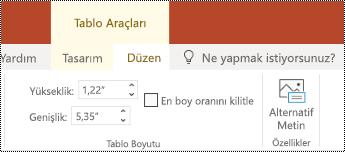 PowerPoint online 'da bir tablonun şerit 'inde alternatif metin düğmesi.