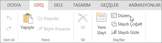 Ekran görüntüsünde, imleç Slaytlar grubundaki Düzen seçeneğinin üzerindeyken Giriş sekmesi görünmektedir.