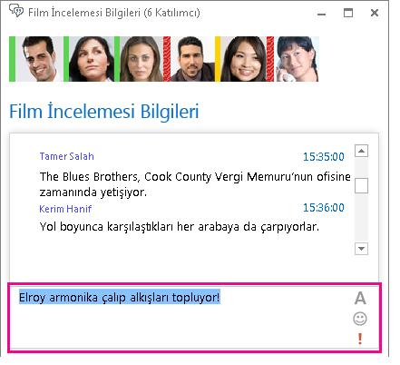 Yazı tipi değiştirilmiş ve ifade eklenmiş iletiyi gösteren sohbet odası penceresi ekran görüntüsü
