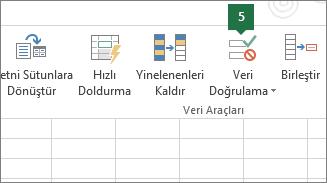 Excel'de Veri > Veri Doğrulama'ya tıklayarak açılan listeyi doğrulayın