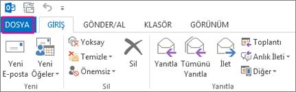 Outlook masaüstü şeridi böyle görünür.